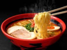 อร่อยยกซด! ราเมนและซุปแกงกะหรี่ที่ย่านเก่า ทานุกิโคจิ