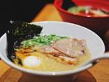 พากิน 'Hakata Ramen' ต้นตำรับ ที่ร้าน Ippudo จังหวัดฟุกุโอกะのサムネイル