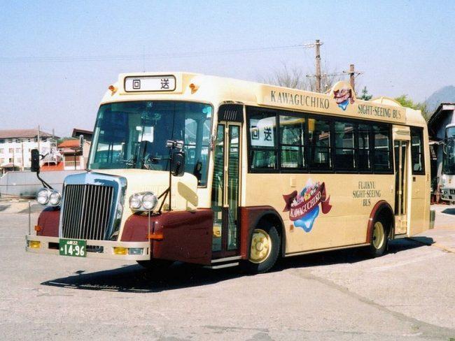 kawaguchiko retro bus