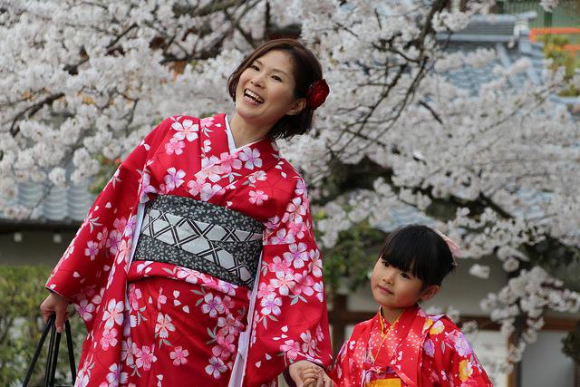 ยูคาตะ กิโมโน แต่งสวยคลาสสิกตะลอนเกียวโต