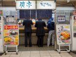 ยืนหรือนั่งก็อร่อยที่ Tachigui ร้านอาหารญี่ปุ่นราคาถูก ในโตเกียว